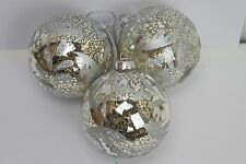 GISELA GRAHAM CHRISTMAS ANTIQUE SILVER WITH MATT SILVER LEAVES GLASS BAUBLE X 3