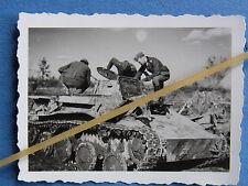 Foto Westfront Frankreich 1940 abgeschossener / erbeuteter Panzer