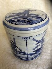 COLLECTABLE DELFT BLUE CERAMIC BOWL / POT & LID. WINDMILL HOLLAND, HANDPAINTED