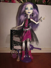 Monster High Wave1 Spectra Vondergeist + Pet Rhen, Diary bag brush & Stand