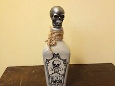 New WICKED POSION SKULL CROSSBONES CERAMIC BOTTLE HALLOWEEN DECOR