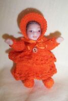 1:12 SCALE DOLLS HOUSE TODDLER IN HAND KNITTED ORANGE OUTFIT
