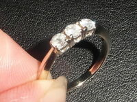 J50 LADIES 18CT GOLD 0.50 CARAT SI2 / H DIAMOND TRILOGY RING SIZE K