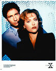THE X-FILES AUTHORIZED PROMOTIONAL COLOR PHOTO STILL - MULDER AND SCULLY - 1995