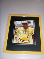 WILLIE STARGELL AUTOGRAPH / SIGNED 8X10 MOUNTED MEMORIES CUSTOM FRAMED PIRATES