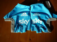 SKY CYCLING TEAM RACE GLOVES SIZE MEDIUM BRAND NEW WITH TAGS