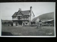 POSTCARD RP SHROPSHIRE STOKESAY CASTLE THE GATEHOUSE AND WELL