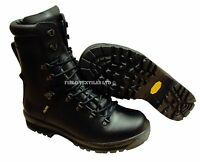 BOOTS COLD WEATHER GORETEX boots VIBRAM SOLE - NEW - hard Wearing Good Quality