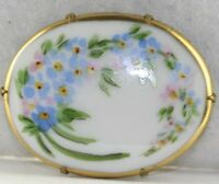 VICTORIAN ANTIQUE HAND PAINTED PORCELAIN FORGET ME NOT FLOWER PIN