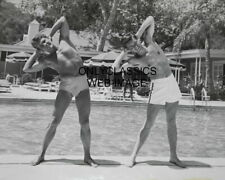 1950'S YOUNG ACTOR ROBERT WAGNER WITH FRIEND EXERCISE POOLSIDE GAY INT PHOTO