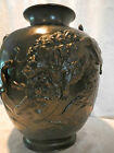 LARGE QUALITY 19TH CENTURY MEIJI BRONZE JAPANESE VASE OF LARGE CATS IN COMBAT