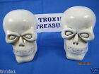 Halloween Skulls Salt and Pepper Shakers Skulls Ceramic Decorations  Prop New