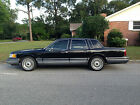 1993 Lincoln Town Car Signature for $2300 dollars