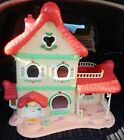 STRAWBERRY SHORTCAKE BERRY HAPPY HOME DOLL HOUSE furnished with dolls,