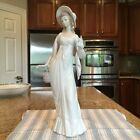 Lladro 4934 Dainty Lady - Mint Condition