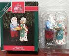 1992 Hallmark GIFT EXCHANGE MR. AND MRS. CLAUS #7 Ornament QX4294 NOS 3
