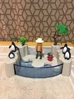 Playmobil 5926 Penguins Pool And Zoo Keeper COLLECTIBLE