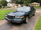 1997 Lincoln Town Car Signature for $200 dollars