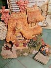 Boyds Town Bearly Built Village, Bailey's Cozy Cottage, w/ 4 Figures
