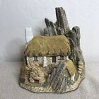 1986 Hand Painted CROFTER'S COTTAGE by David Winter - Made in Great Britain