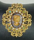 Vintage Signed Florenza Glass Cameo Brooch Pin