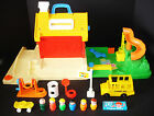 VINTAGE FISHER PRICE LITTLE PEOPLE SCHOOL HOUSE  PLAYGROUND 2550 NICE