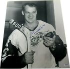 Gordie Howe Cards, Rookie Card Info and Autographed Memorabilia Guide 34