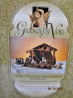 GRANDEUR NOEL 17 piece porcelain nativity accessories with wood creche Boxed