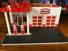Greenlight 1/64 Texaco Vintage Gas Station And Accessories