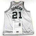 Tim Duncan Rookie Cards and Autograph Memorabilia Guide  64