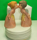 VINTAGE KISSING GIRL FEMALE ANGELS CHRISTMAS MUSIC BOX ROTATING SANKYO JAPAN