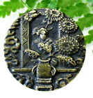 PRETTY VICTORIAN METAL PICTURE BUTTON JAPANESE LADY WITH PEONY FLOWERS R53