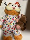 Ty Beanie Babies Goodnight Garfield in PJ'S holding Pooky - NWT