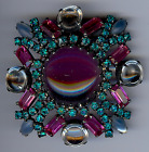 VINTAGE DESIGNER QUALITY DAZZLING PINK  TEAL RHINESTONE AND GLASS PRONG SET PIN