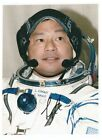 STS 65 72 92 and Soyuz TMA 5 astronaut Leroy Chiao handsigned 4x6photo