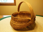 VINTAGE HANDMADE MEDIUM EGG GATHERING BUTTOCKS BASKET OAK HANDLE 9 X 11 X 9