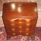 18TH CENTURY CHIPPENDALE MAHOGANY OXBOW DESK ON RARE BANDY BALL