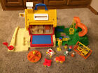 VINTAGE FISHER PRICE LITTLE PEOPLE SCHOOL HOUSE  PLAYGROUND 2550