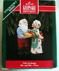 Hallmark ornament Gift Exchange Mr & Mrs Claus 7th Series 1992 New