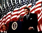 RONALD REAGAN SPEAKS AT A MINNEAPOLIS RALLY IN 1982 - 8X10 PHOTO (EP-967)
