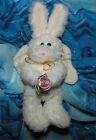 BOYDS BEAR COLLECTION - WHITE BUNNY ANGEL -#1364 HOLDING PINK FLOWER - EUC