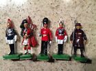 5 BRITAIN FIGURES - 1 BEEFEATER, 1 LIFE GUARD, 1 BAG PIPER, 2 GRENADIER SOLDIERS