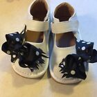 Toddler Girl Squeakers with removable bows size 5 Gently Worn