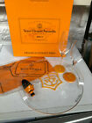 VEUVE CLICQUOT PONSARDIN CHAMPAGNE SET 2 FLUTES STOPPERCLOTH AND TRAY NEW