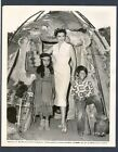 SEXY JANE RUSSELL + NATIVE AMERICAN INDIAN KIDS 1955 PHOTO IN NEAR MINT COND