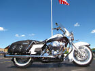 2008 Harley Davidson Touring ROAD KING CLASSIC 2008 HARLEY DAVIDSON ROAD KING CLASSIC FLHRC WHITE AND SILVER PIPES BAGS GUARDS