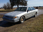 Ford: Crown Victoria 1993 for $700 dollars