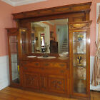 1920'S GORGEOUS TIGER OAK LARGE 8' WALL DISPLAY CABINET W/ GLASS, BRASS