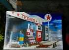 MRC TEXACO SERVICE STATION 2 SIDED BUILDING W/ACCES 1:24TH SCALE PLASTIC MODEL