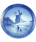 Royal Copenhagen 1963 Christmas Plate